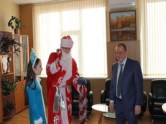 Новогодний поезд Деда Мороза побывал в Президентской Академии