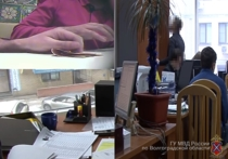 В Волгограде двух чиновников обладминистрации подозревают в получении взятки: видео