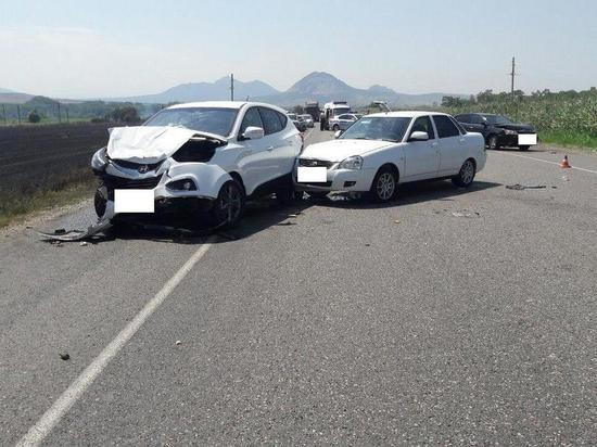 Десять автомобилей столкнулись на КМВ из-за задымления трассы от горящей стерни
