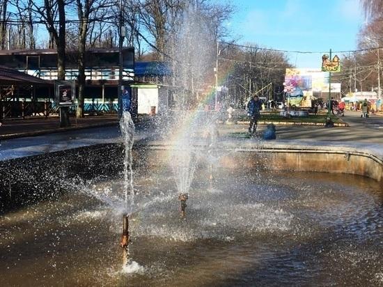 В парке Победы Ставрополя включили фонтан и радугу