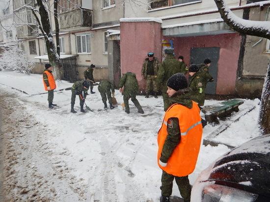 В Ставрополе кадеты расчистили снег у домов с жильцами-пенсионерами