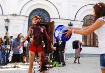 Активистки FEMEN устроили голую проукраинскую акцию на выборах в Москве