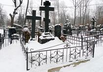 В Москве на кладбище ограбили самоубийцу